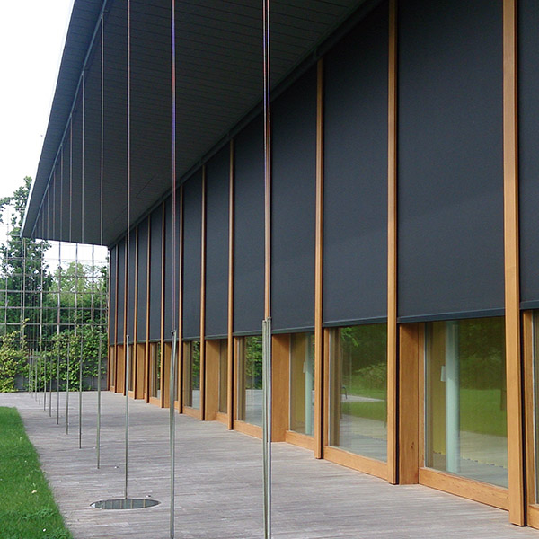 Toldos y cortinas de exterior en vivienda particular