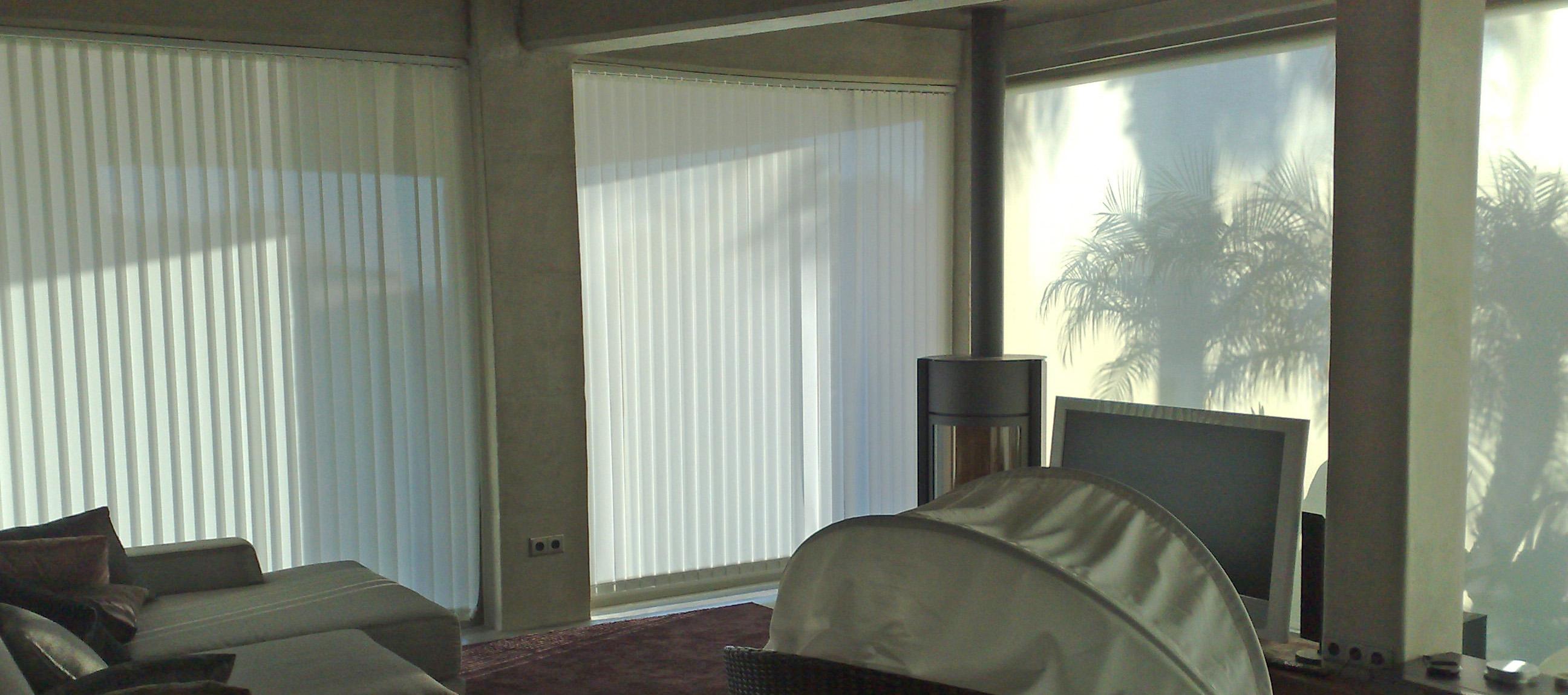 Instalación de cortinas de lamas verticales