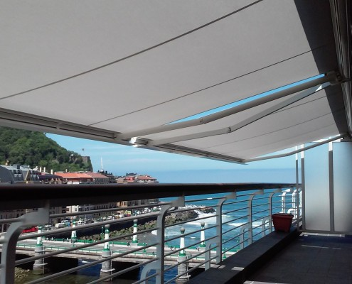 Toldos cofre motorizados en lona para viviendas particulares en Donostia - San Sebastián