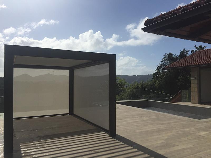 Pérgola bioclimática en vivienda particular de Donostia-San Sebastián