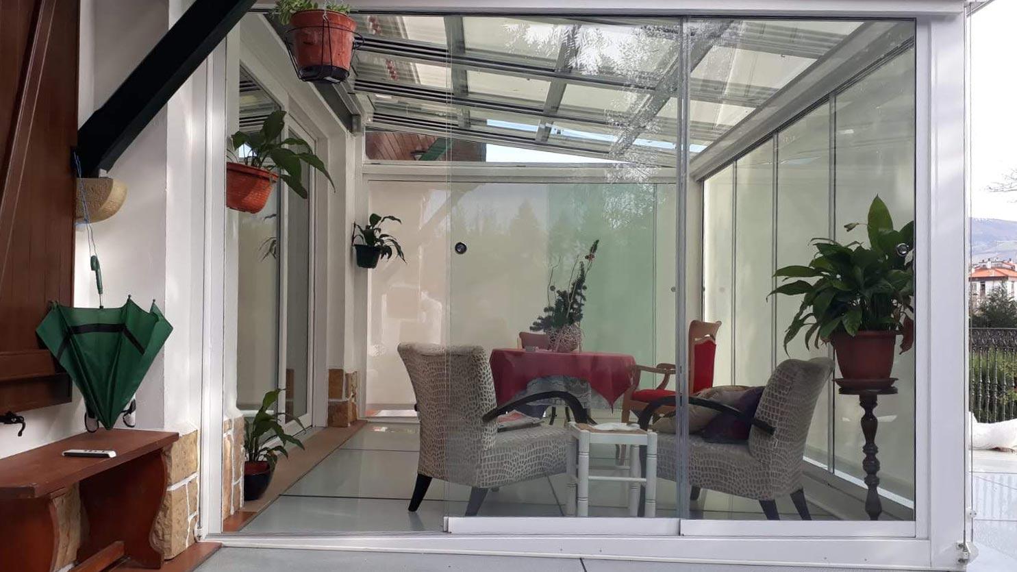 Instalación de cortinas y cerramientos de cristal. Todo lo que necesitas saber sobre las cortinas de cristal.